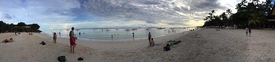 Alona Tropical Beach Resort: beachfront