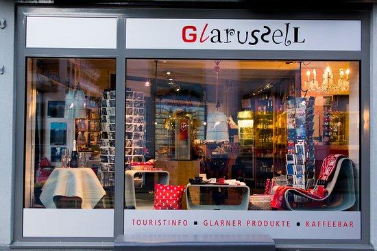 I der Reihe grosse glarner Marken zeigt das Glarussell Designklassiker von Eternit