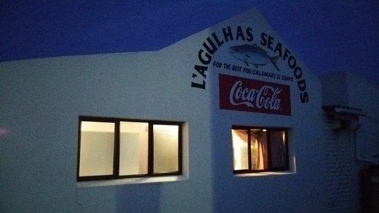Struisbaai, Republika Południowej Afryki: アグラス岬のレストラン。ここで夕食を食べました。フィッシュ アンド チップス。
