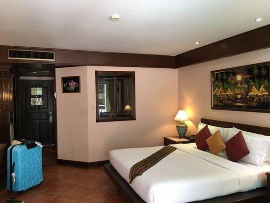 Karon Sea Sands Resort & Spa: Store og åpne rom.