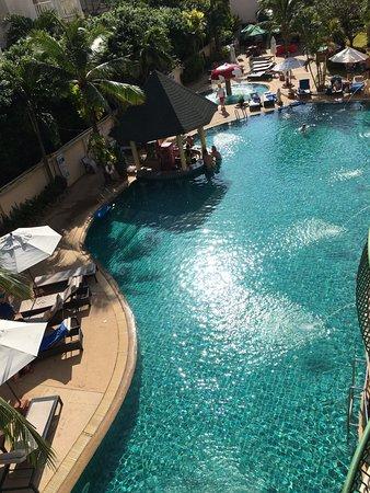 Karon Sea Sands Resort & Spa: Hyggelig basseng, men ikke så stort.
