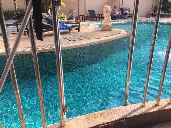 Karon Sea Sands Resort & Spa: Anbefaler rom med direkte tilgang til bassenget.
