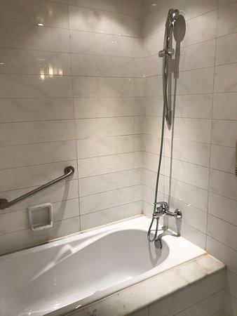 Merchantel Hotel: Bathroom