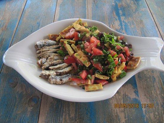 Moutsouna, Grecia: Sardine salad-Σαλάτα σαρδέλας.