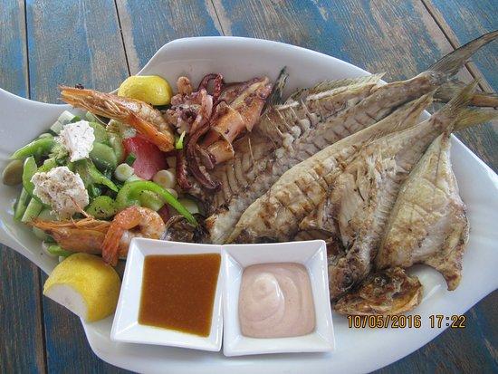 Moutsouna, Grecia: Seafood platter for two-Πιάτο θάλασσας για δύο.