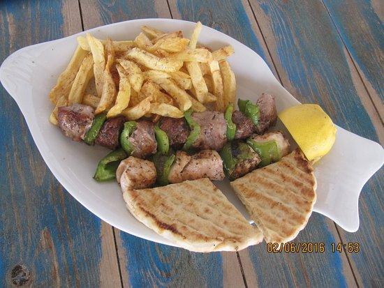 Moutsouna, Grecia: Shepherd's souvlaki-Το σουβλάκι του βοσκού.
