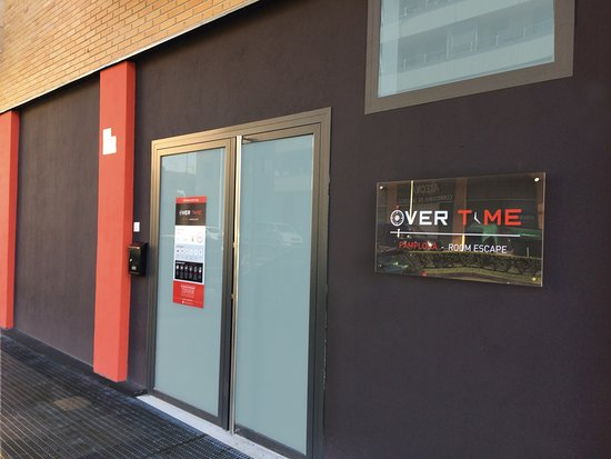 ‪Over Time Pamplona Escape Room‬
