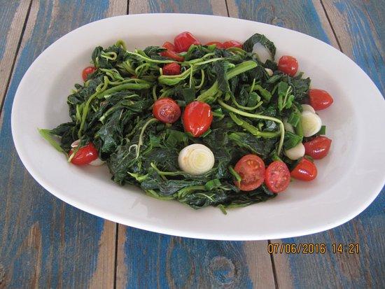 Moutsouna, Grecia: Saute salad-Σαλάτα τσιγαριστή.