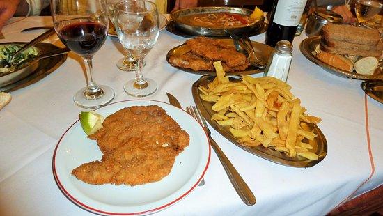 Bar Aleman: Milanese con patate fritte. Una sola porzione.