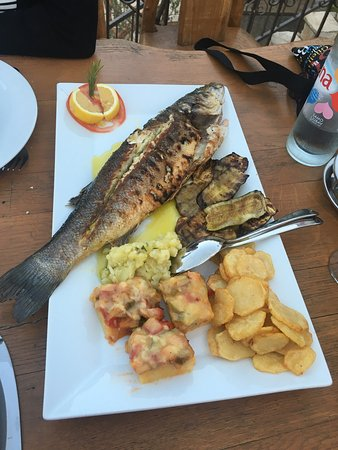 Hvar Island, Croatia: Un moment unique dans un cadre de rêve ! On a très bien mangé et le patron est extra !