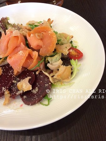 Veygo Cafe : Smoked Salmon salad