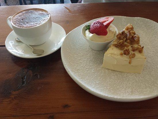 Tea Gardens, Australia: Dessert - Carrot and Walnut cake