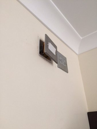 Goodwood Hotel: Plugs off the wall