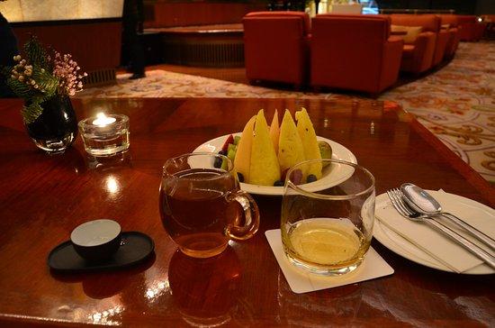 Patio Lounge Grand Hyatt: お酒とフルーツと中国茶