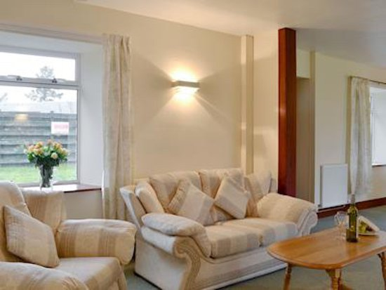 Dalrachney Lodge Hotel: Lounge in Cairngorm View - self-catering cottage for rental in Hotel grounds