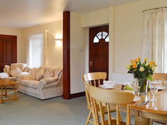 Dalrachney Lodge Hotel: Lounge/Dining in Cairngorm View - self-catering cottage for rental in Hotel grounds