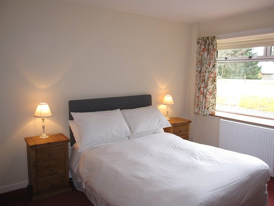 Dalrachney Lodge Hotel : Bedroom 1 in Cairngorm View - self-catering cottage for rental in Hotel grounds