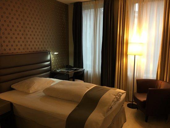 H10 Berlin Ku'damm: Single room