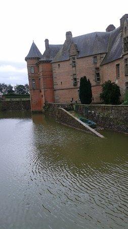 Carrouges, فرنسا: L'eau autour