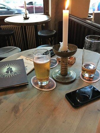 Hackendahl: Rustikale Einrichtung, Hier Stehtisch Mit Barhockern