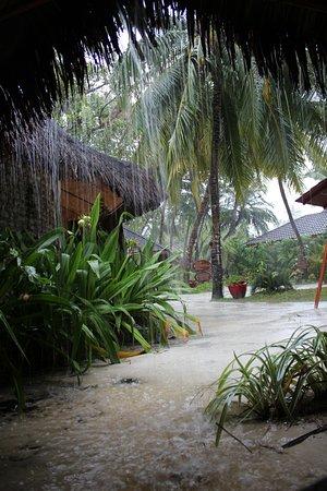Kuredu Island Resort & Spa: when it rains it can REALLY rain here