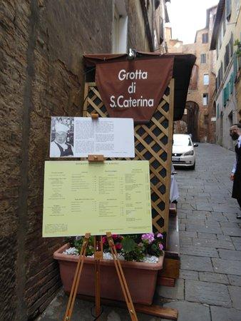 Grotta di Santa Caterina: места на улице