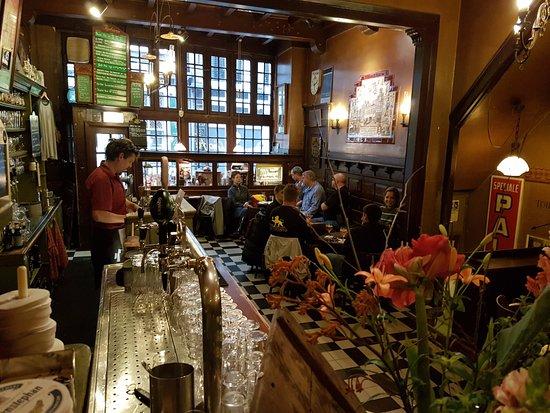 In de Wildeman: Giriş ve ana bar