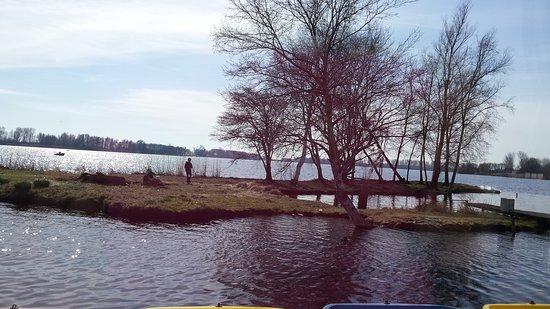 Leidschendam, هولندا: Lunchen aan het water