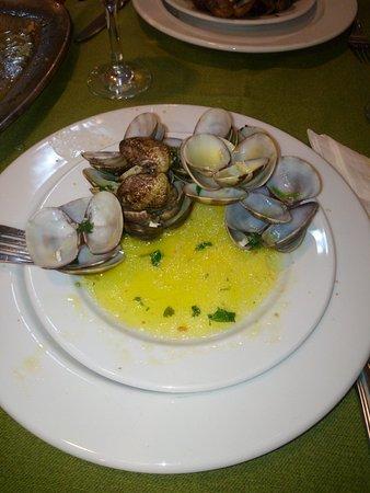 Photo of Seafood Restaurant Restaurante O Novo 10 at Avenida Luisa Todi 420 2, Setubal 2900-455, Portugal