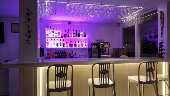 Elegance Cafe : the bar area