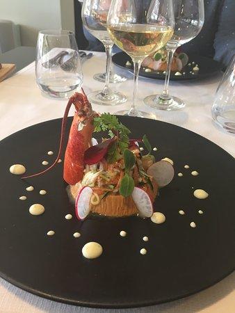 Cairanne, France: Bavarois de homard salade de corps et pinces au legumes