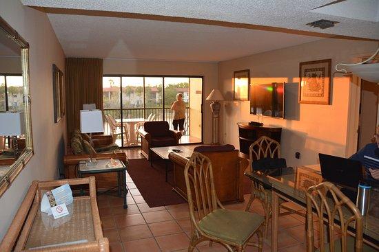 Vacation Village at Weston : dining room, living room