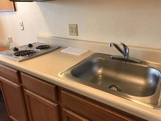 WoodSpring Suites Knoxville Airport: check out the shine!!!!