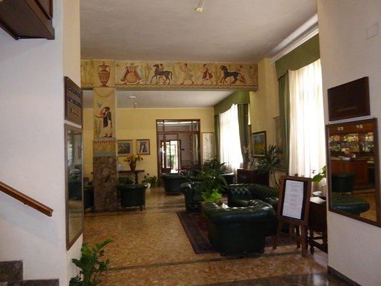 Hotel Moderno: холл отеля