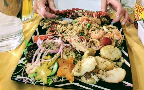 Villarreal, Costa Rica: Almost every kind of seafood you can imagine on one plate!