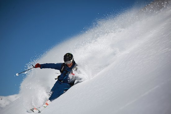 St. Moritz, Svizzera: We are a small group of professional and qualified instructors who are eager to share our entusi
