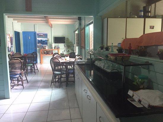 Pousada Leao Marinho: área quartos, salão café da manhã e sala de TV