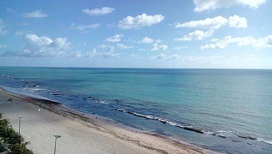 Jaboatao dos Guararapes, PE: Praia calma, com agua morna e os recifes passam um pouco de segurança em ralação aos tubarões