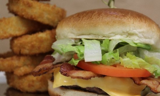 Grande Cache, Canada: Bacon Cheese Burger with onion rings