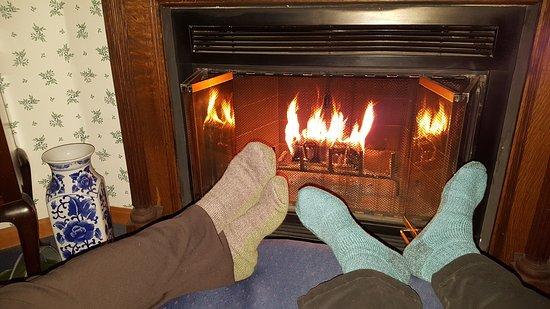 Inn at Ellis River: Thoreau Falls room, fireplace