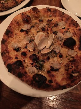 Domenica: Clam Pizza