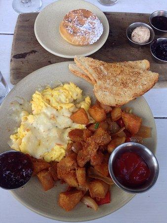Photo of American Restaurant Iron Horse Tavern at 1800 15th St, Sacramento, CA 95811, United States