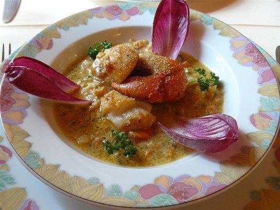 Restaurant Le Médaillon : Noix de Saint-Jacques poëlées, brunoise de légumes mijotée au Muscadet.
