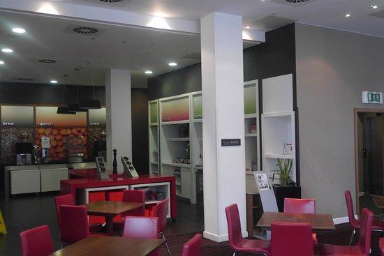 Hampton by Hilton Liverpool City Centre: Breakfast area