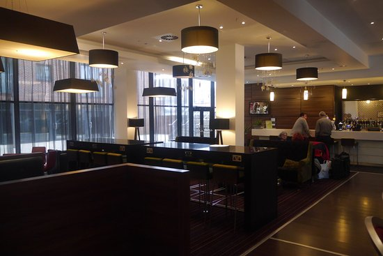 Hampton by Hilton Liverpool City Centre: Bar area