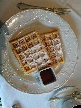 Grand Hotel Wien : Венские вафли на завтрак