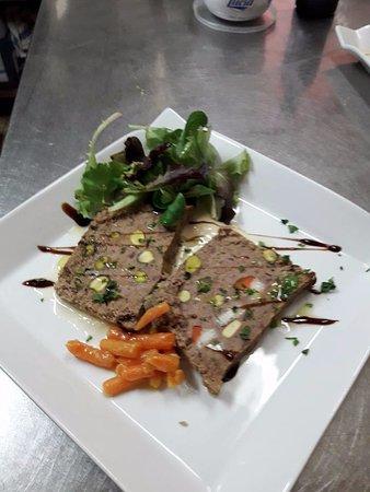 Roccalbegna, Italy: terrina di pollo. pistacchi, asparagi e pecorino Il Fiorino