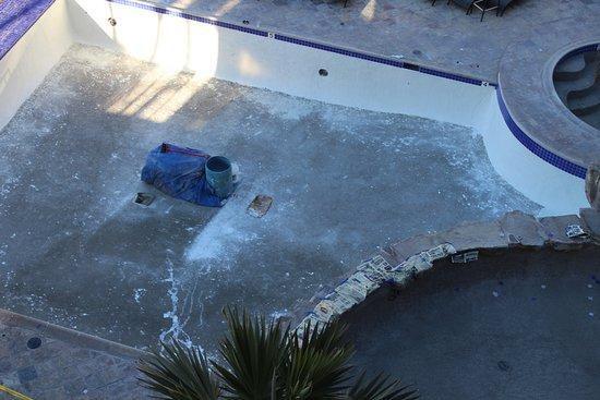 Hotel Coral & Marina: Pool under construction