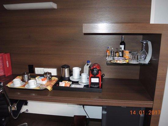 NH Collection Bogota Andino Royal : Café y té en la habitación