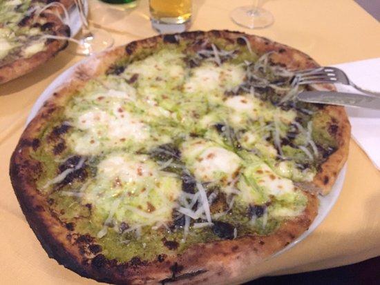 Ristorante Pizzeria Mezzaluna: Pizza al pistacchio favolosa